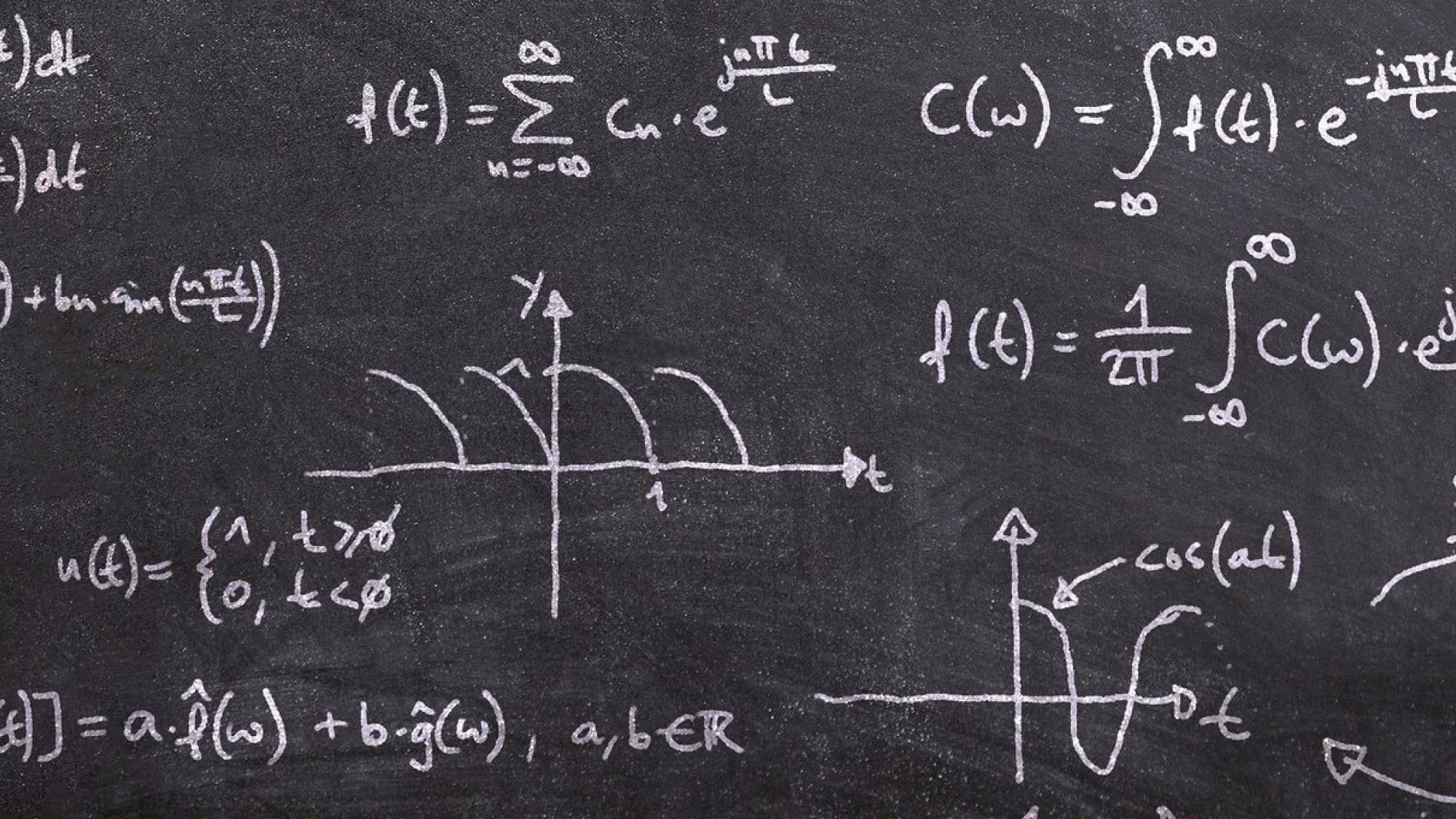 Fourier-muunnoskaavoja liitutaululla